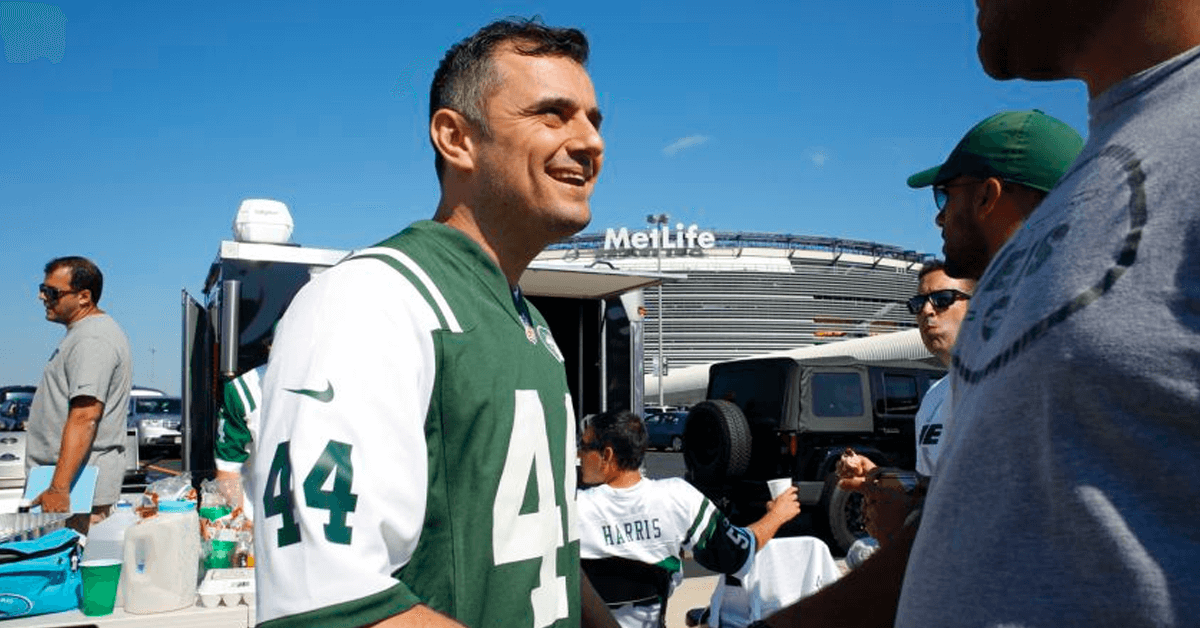 Gary Vaynerchuk tailgaiting at Jets game